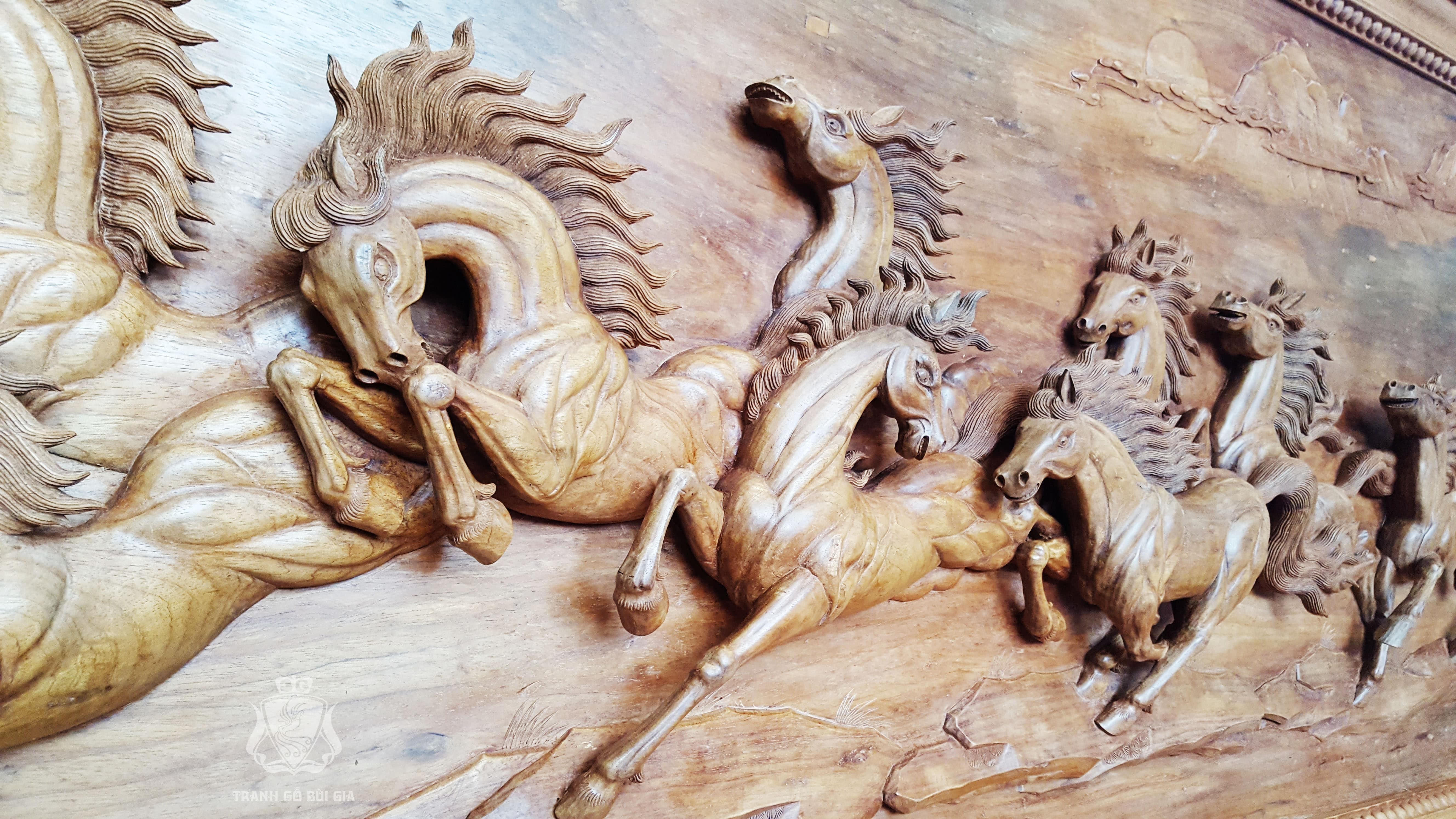 Tranh gỗ Bát Mã Đục Tay Tinh Xảo